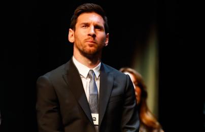 XONG! Messi nhận giải thưởng đầu tiên mùa này
