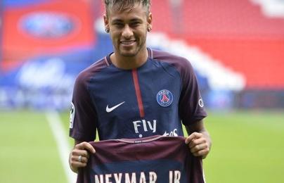 Sau nhiều tranh cãi, Neymar bất ngờ trở về PSG