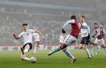 """Không thể """"phân thân"""", Liverpool chấp nhận để Aston Villa hủy diệt ở Carabao Cup"""