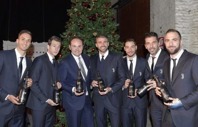 """Sao Juventus hóa """"soái ca"""" trong trong dạ tiệc giáng sinh"""
