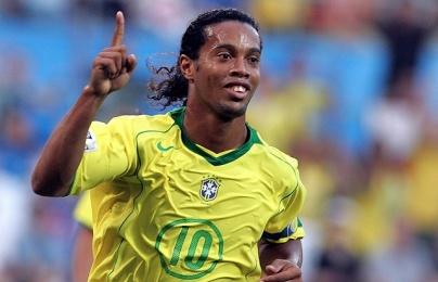 Ronaldinho lập hat-trick vào lưới Nhật Bản trong trận giao hữu