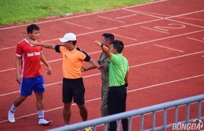 """Thua tức tưởi trận play off, cầu thủ Bình Thuận """"phun châu nhả ngọc"""" vào bóng đá Việt Nam"""