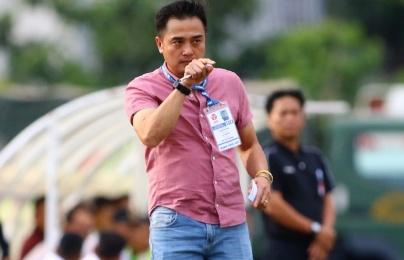 Hòa 1-1 với Bình Phước, HLV Đức Thắng than phiền chuyện sân bãi