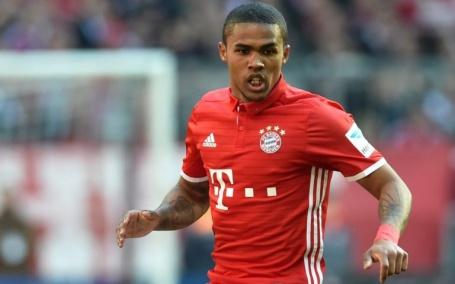 Tiền vệ phải: Douglas Costa, từ Bayern đến Juventus. Tỉ lệ qua người thành  công của Costa lên đến 62% trong mùa 2016/17. Juve có điều khoản mua đứt  ngôi sao ...
