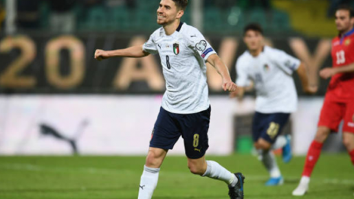 Hủy diệt đối thủ, Ý dẫn đầu bảng J với 10 trận thắng, 30 điểm tuyệt đối