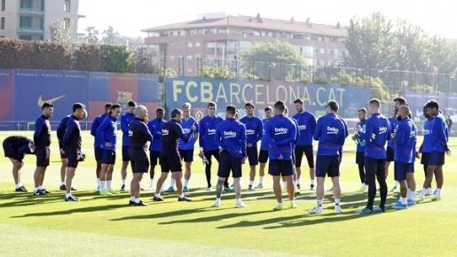 Nôn nóng chiếm ngôi đầu, Barca từ chối hoãn trận Siêu kinh điển