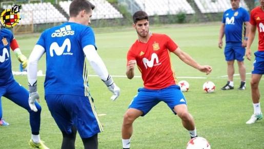 Asensio lém lĩnh trên sân tập U21 Tây Ban Nha