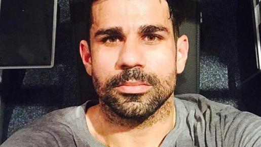 Diego Costa rạng ngời ở sân bay Madrid, sẵn sàng 'về nhà'