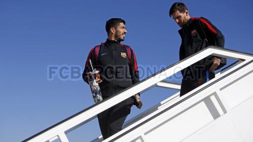 Messi, Suarez đặt chân đến Sevilla, sẵn sàng hạ Betis