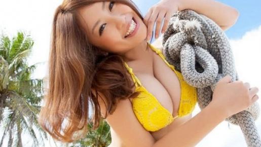 Thần vệ nữ Nhật khoe áo tắm sexy bốc lửa