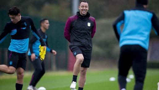 Huyền thoại của Chelsea rạng rỡ trong vai trò mới tại Aston Villa