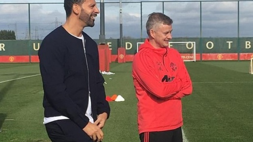 Solskjaer cậy nhờ người cũ giúp M.U cách khoá chặt Liverpool