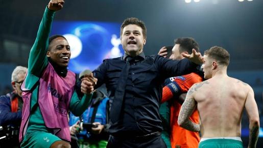 Tottenham quậy phá phòng thay đồ Etihad, HLV Pochettino gây sốc