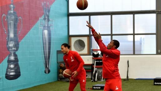 Trước ngày tới Old Trafford, Liverpool tập bài lạ