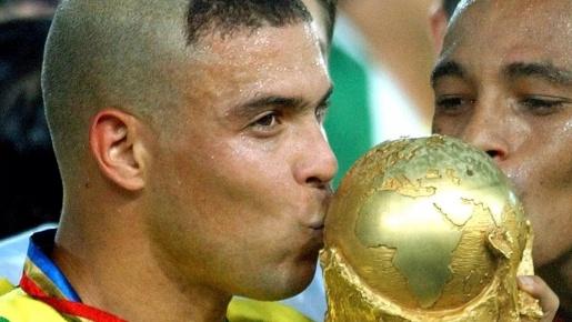 13 máy làm bàn vĩ đại nhất lịch sử World Cup: Nước mắt sư tử, không Messi - CR7