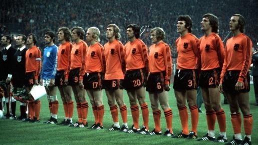 10 áo đấu mang tính biểu tượng nhất lịch sử bóng đá: Vắng bóng những mẫu áo hiện đại