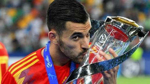 Từ Figo đến Ceballos: 'MVP' của các VCK U21 châu Âu giờ ra sao?