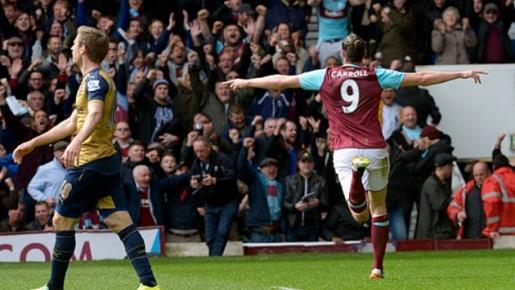 Ngày này năm xưa, hattrick của Andy Carroll khiến Arsenal suýt ôm hận trước West Ham