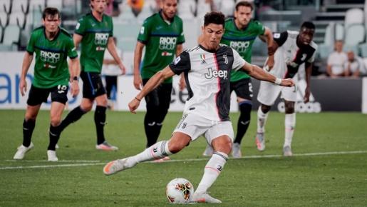 Ronaldo lập cú penalty, giúp Juve cầm hòa Atalanta
