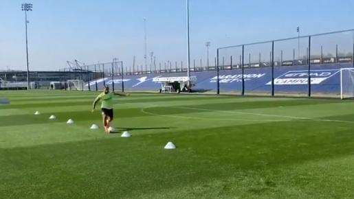 Sau phát ngôn của Pep, Aguero bất ngờ trở lại tập luyện