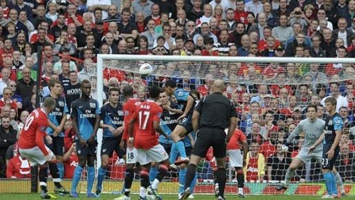 Những cuộc đối đầu đáng chú ý giữa MU - Arsenal: Có 2 cuộc 'thảm sát' lịch sử