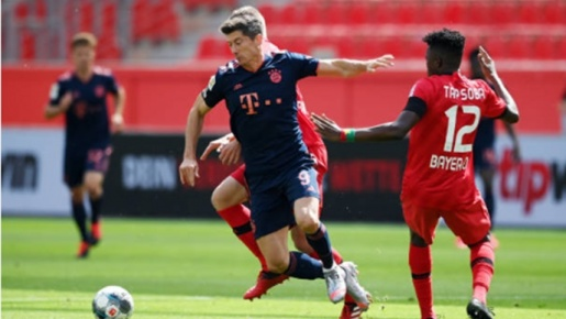 Lewandowski 'bắn hạ' kỷ lục cá nhân, Bayern vươn nanh trước Leverkusen