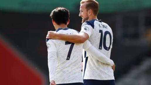 Những 'con số biết nói' sau vòng 2 Premier League: Double poker, Thẻ đỏ lịch sử và siêu tân binh Liverpool