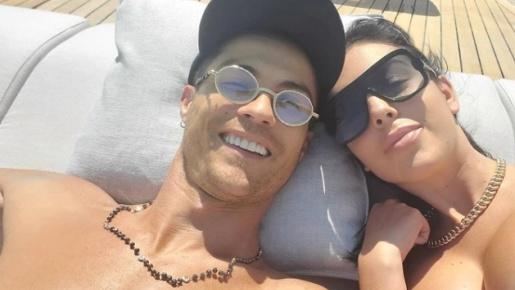 Bên trong du thuyền siêu sang Azimut Grande của Cristiano Ronaldo