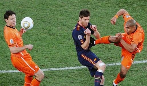 Patrice Evra và những cú kung-fu kinh điển trong bóng đá - Bóng Đá