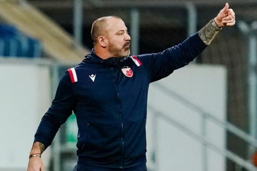CHOÁNG! Nhận thẻ đỏ, huyền thoại Inter vẫn trực tiếp chỉ đạo các học trò - Bóng Đá