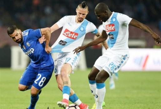 Higuian lập cú đúp vào lưới Napoli, Juventus hẹn gặp Lazio tại chung kết