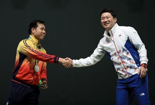 Hoàng Xuân Vinh vào top 5 cuộc lật đổ táo bạo tại Olympic