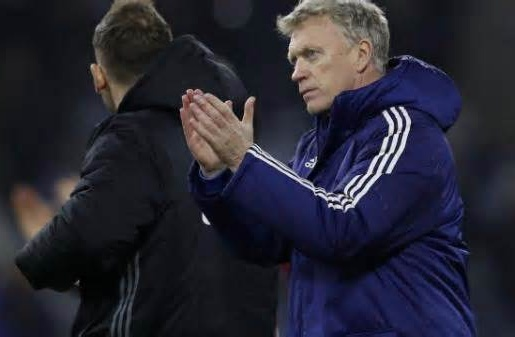 Moyes sắp mất ghế về tay huyền thoại của Arsenal