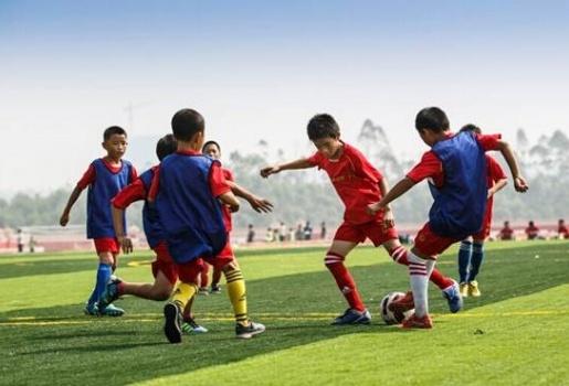 Trung Quốc bùng nổ học viện bóng đá với tham vọng 'hóa rồng'