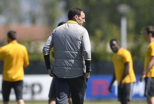 Giữ đúng tuyên bố, Allegri kết thúc sớm 'ngày vui' của Juventus