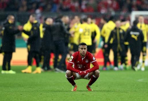 """Bayern Munich và bài học về """"cú nhảy bọ chét"""""""