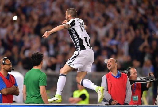 Giải quyết Lazio trong nửa đầu hiệp một, Juventus lần thứ 3 liên tiếp vô địch Coppa Italia