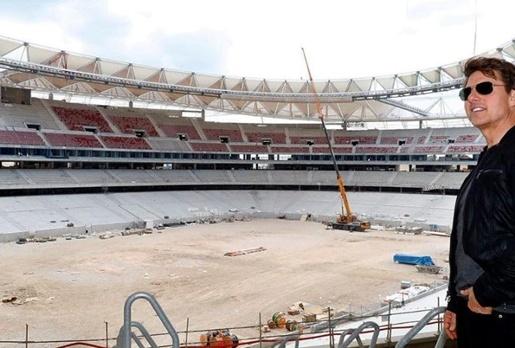 Tom Cruise lác mắt trước độ hoành tráng của sân mới Atletico