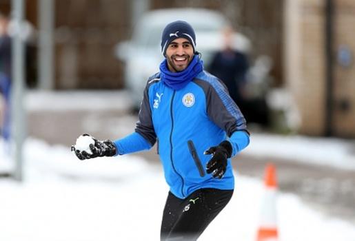 Mahrez khuấy động sân tập Leicester với chiêu thức ít ai ngờ