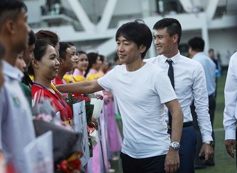 Điểm tin bóng đá Việt Nam sáng 06/01: Chưa cầm quân, HLV Miura đã gây sốt