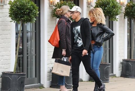 Jesse Lingard tình tứ cùng bạn gái siêu mẫu