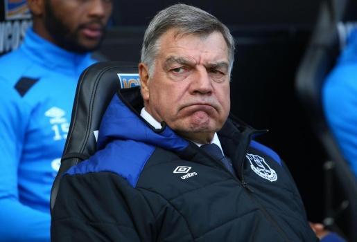 Big Sam bị Ban lãnh đạo Everton chơi khăm