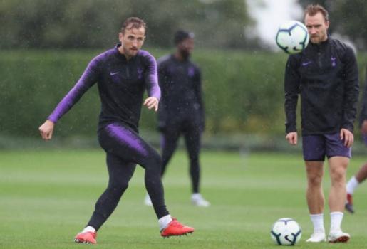 Kane đội mưa tập luyện, quyết tâm phá lời nguyền