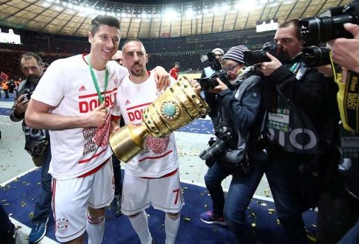 Hậu trận CK cúp quốc gia: Người vĩ đại Ribery, kỷ lục gọi tên Lewy