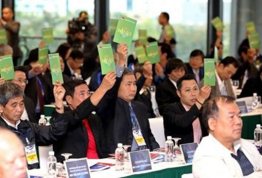 Ông Cấn Văn Nghĩa từ chức, còn ông bầu nào dũng cảm ngồi ghế nóng VFF?