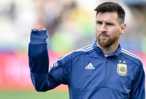 Messi đã làm gì mà phải nhận thẻ đỏ