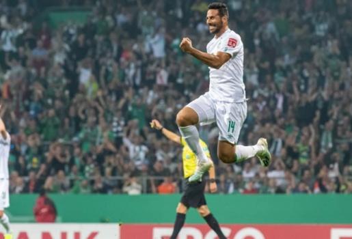 Ấn tượng! Cận vệ già của Bundesliga tiếp tục sắm vai kỷ lục gia