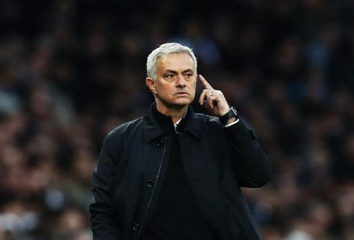 Cậu ấy đi hay ở thì đều có liên quan đến Mourinho