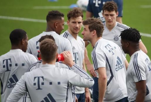 SỐC! Biến tại Bayern, Muller knock out đồng đội xảy ra xung đột không đáng có