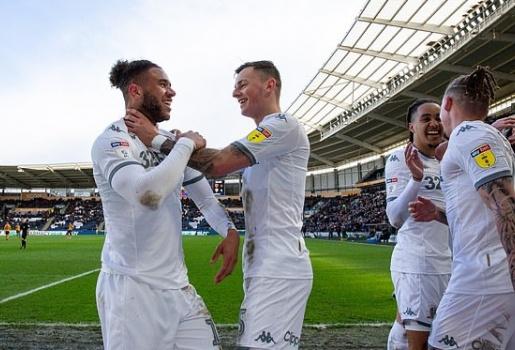 Thắng hủy diệt, Leeds của 'phù thủy' Bielsa rất gần thiên đường Premier League